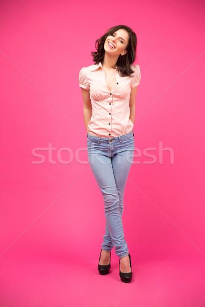 Uśmiechnięta kobieta stałego różowy portret uśmiechnięty Zdjęcia stock © deandrobot