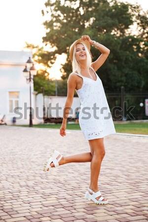 Lány ugrik gördeszka derűs fiatal lány kint Stock fotó © deandrobot