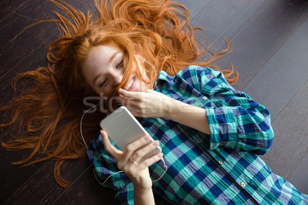 Funny zabawny dziewczyna gry włosy słuchanie muzyki Zdjęcia stock © deandrobot