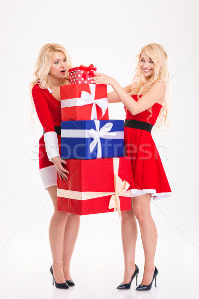 Nővérek ikrek mikulás jelmezek hordoz nehéz Stock fotó © deandrobot