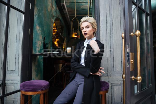肖像 スタイリッシュ 女性 見える カメラ 若い女性 ストックフォト © deandrobot