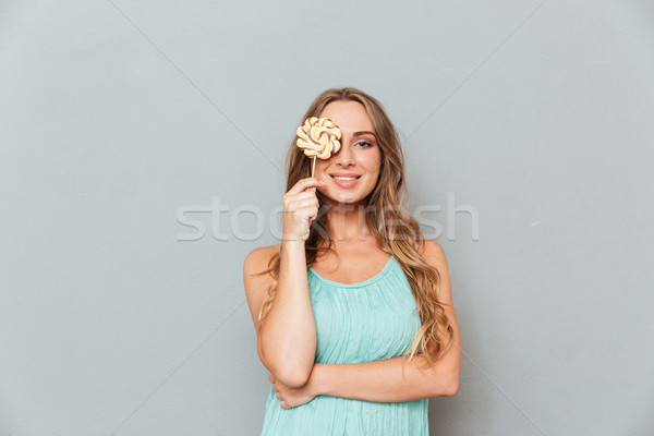 Sorridente mulher jovem coberto olho pirulito Foto stock © deandrobot