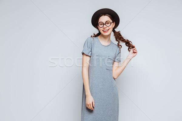 830b5cf968f152 Vrouwelijke nerd zwarte hoed bril Stockfoto © deandrobot