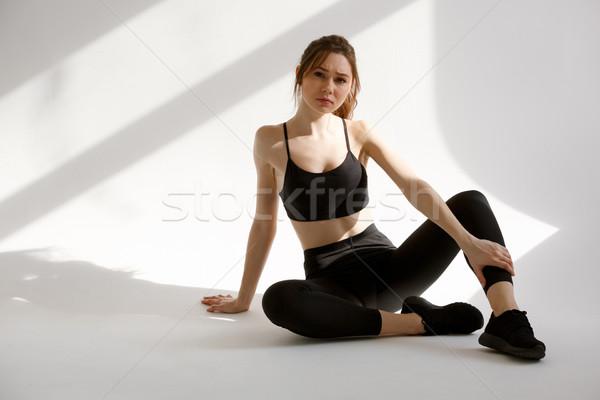 Portret kobieta fitness odzież sportowa posiedzenia zmęczony Zdjęcia stock © deandrobot