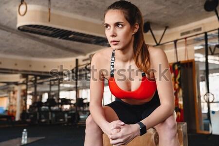 Fotoğraf genç şaşırtıcı spor bayan ayakta Stok fotoğraf © deandrobot