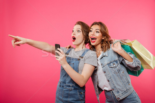 возбужденный две женщины друзей мобильного телефона Сток-фото © deandrobot