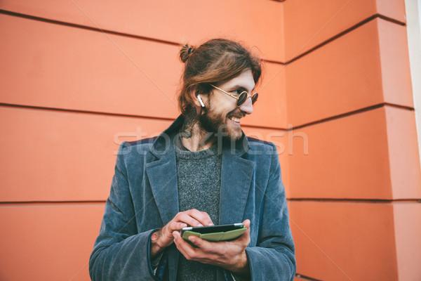 Retrato sonriendo barbado hombre abrigo pie Foto stock © deandrobot