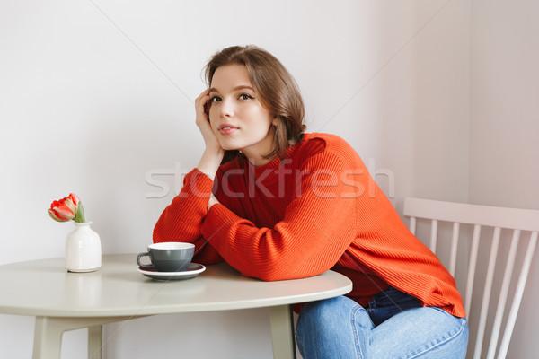 照片 女子 20多歲的 橙 毛線衣 商業照片 © deandrobot
