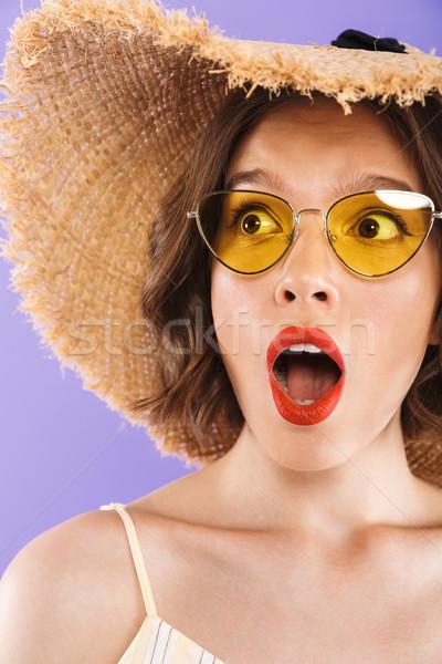 Retrato maravilhado mulher jovem óculos de sol chapéu de palha Foto stock © deandrobot