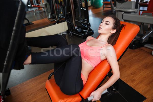 Concentrado pernas ginásio equipamento bastante Foto stock © deandrobot