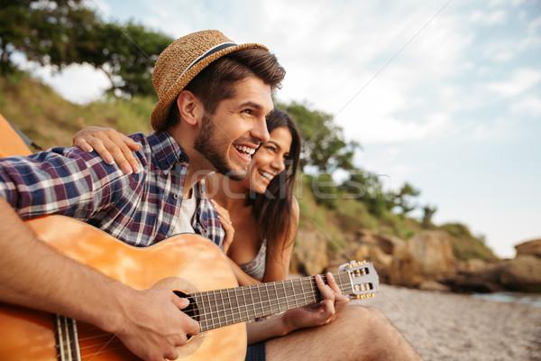 Zdjęcia stock: Człowiek · gry · gitara · sympatia · posiedzenia · namiot