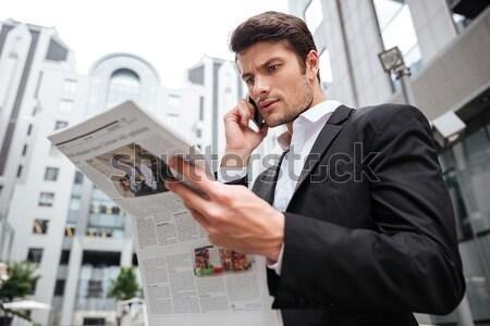 Stok fotoğraf: Dalgın · genç · işadamı · konuşma · cep · telefonu · okuma