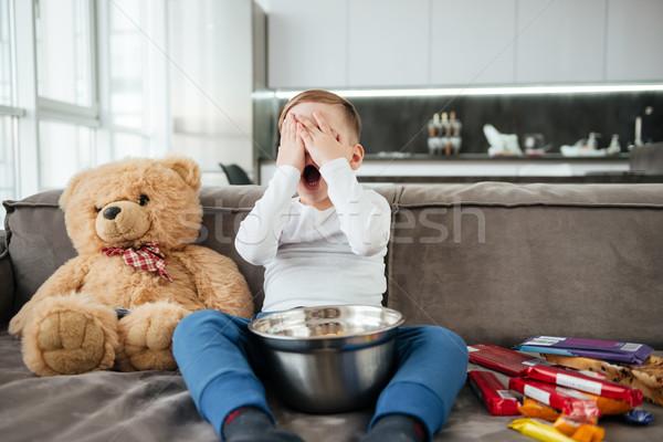 страшно мало мальчика диван мишка смотрят Сток-фото © deandrobot