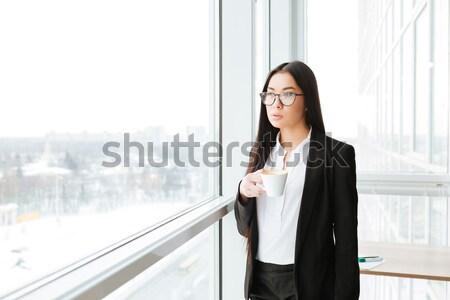 Boldog fiatal üzletasszony tart magazinok iszik Stock fotó © deandrobot