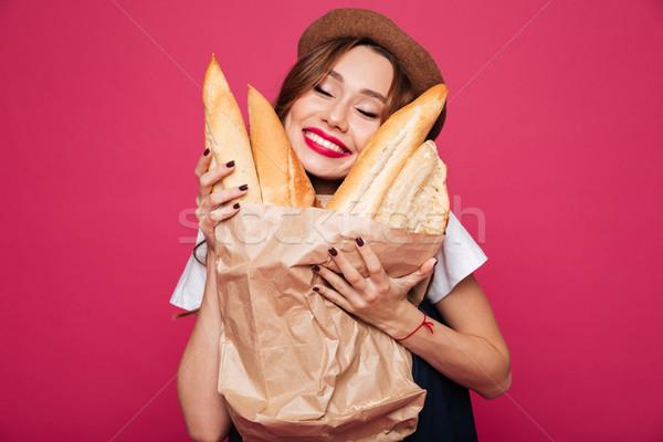 Boldog izgatott hölgy tart mosolyog kamerába Stock fotó © deandrobot