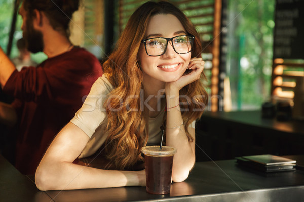 Portré boldog fiatal barista lány kötény Stock fotó © deandrobot