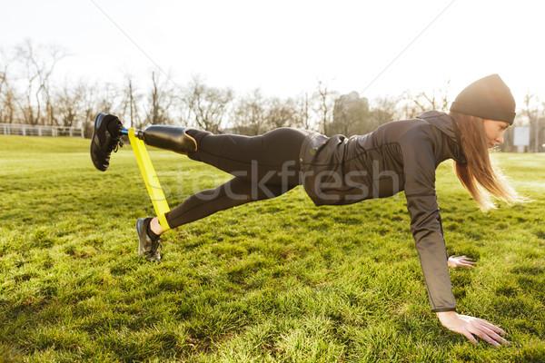 Kép sportos fogyatékos nő fekete tréningruha Stock fotó © deandrobot