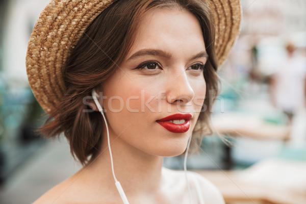 Foto donna abito paglietta pretty woman Foto d'archivio © deandrobot