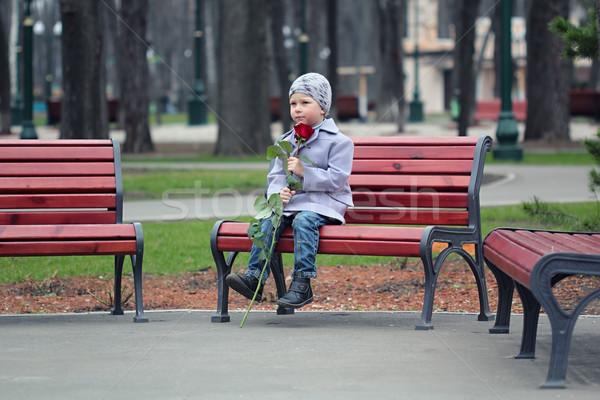 мало мальчика ждет парка романтические закрывается Сток-фото © DedMorozz
