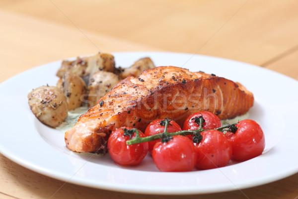 гриль рыбы стейк пластина овощей томатный Сток-фото © DedMorozz