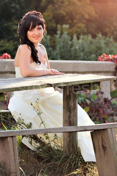 Сток-фото: девушки · подвенечное · платье · сидят · скамейке · аккуратный · таблице