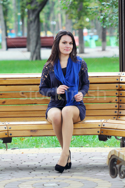 девушки сидят парка скамейке улыбка лес Сток-фото © DedMorozz