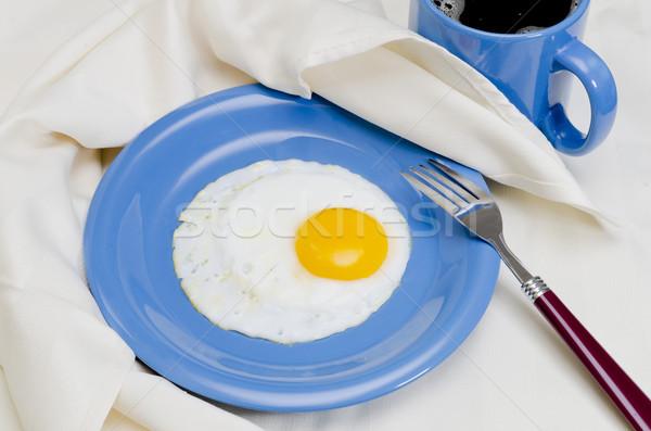 Tükörtojás kávé tányér villa szalvéta tojás Stock fotó © dehooks