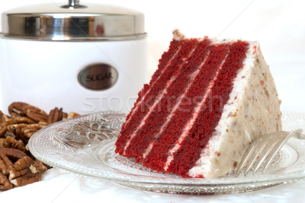 Plakje Rood fluwelen cake Stockfoto © dehooks