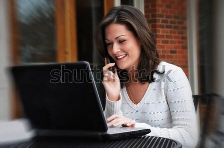 Studenten sprechen Handy weiblichen Frauen Stock foto © dehooks