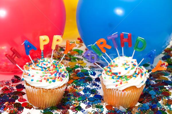 Születésnapi buli minitorták gyertyák léggömbök konfetti boldog Stock fotó © dehooks