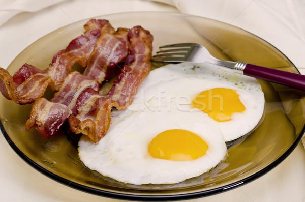 Ontbijt buiten plaat eieren spek vlees Stockfoto © dehooks
