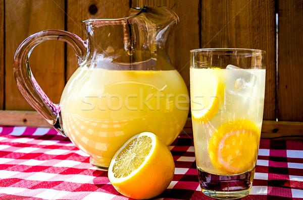 Limonádé szeletel citromok piros asztal ruha Stock fotó © dehooks