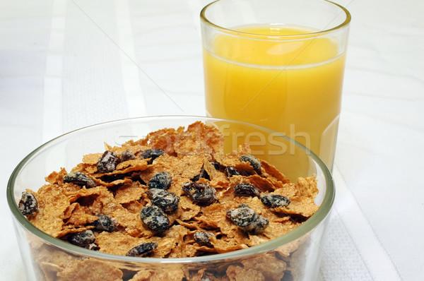 Reggeli tál mazsola korpa narancslé konyhaasztal Stock fotó © dehooks