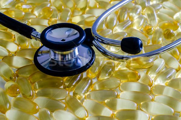 Szív egészség közelkép sztetoszkóp halolaj kapszulák Stock fotó © dehooks