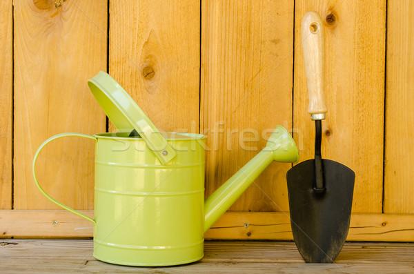 Regadera primavera mano madera jardín herramienta Foto stock © dehooks