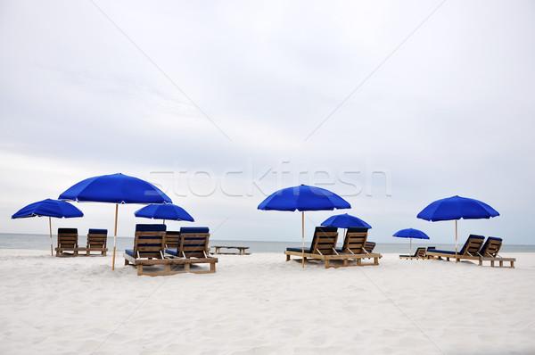 Playa paraguas sillas abandonado cielo madera Foto stock © dehooks