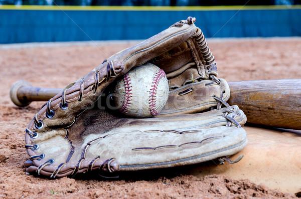 ストックフォト: 野球 · フィールド · 野球用バット · 手袋 · ボール
