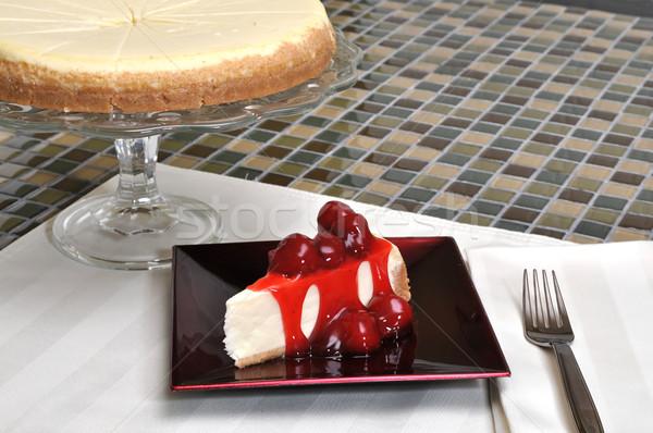 Epres sajttorta szelet egész sajttorta étel gyümölcs Stock fotó © dehooks