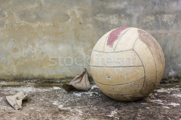 Velho voleibol fundo retro couro quebrado Foto stock © dekzer007