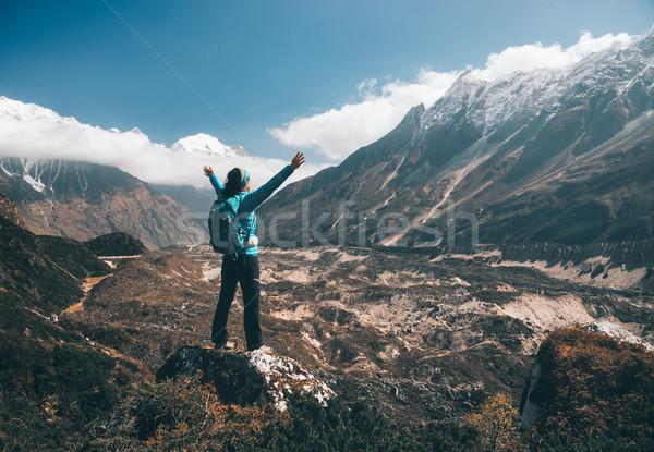Panorama ragazza felice montagna cielo blu nubi piedi Foto d'archivio © denbelitsky