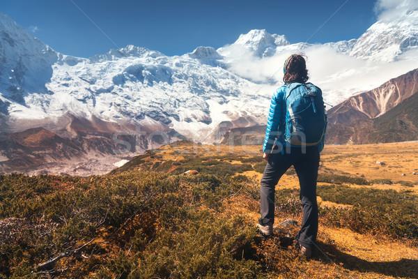 Vrouw steen berg vallei permanente jonge vrouw Stockfoto © denbelitsky