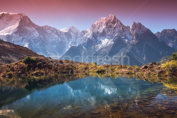 Berg vallei reflectie water zonsopgang mooie Stockfoto © denbelitsky