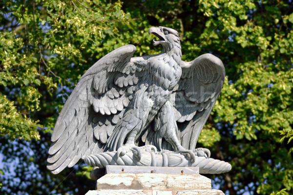 Escultura Águia granito Tallinn Estônia jardim Foto stock © dengess