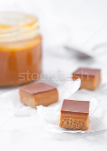 Karamell keksz desszert márvány tábla bögre Stock fotó © DenisMArt