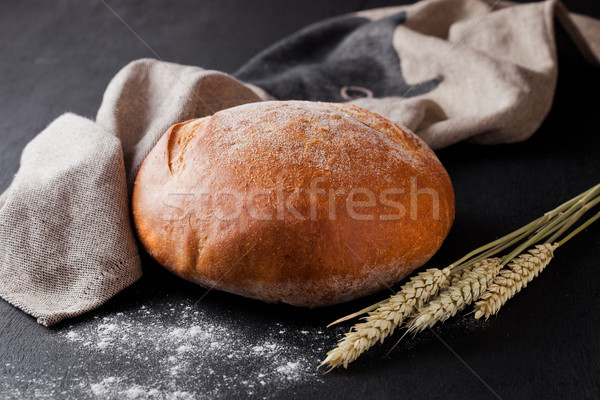 Frissen sült kenyér liszt konyha törölköző Stock fotó © DenisMArt