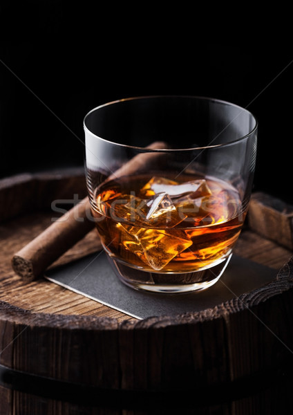 Verre whiskey cigare haut bois Photo stock © DenisMArt