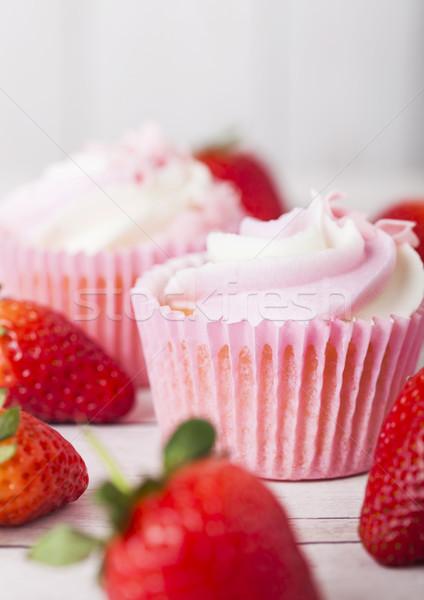 Foto stock: Muffin · fresa · crema · postre