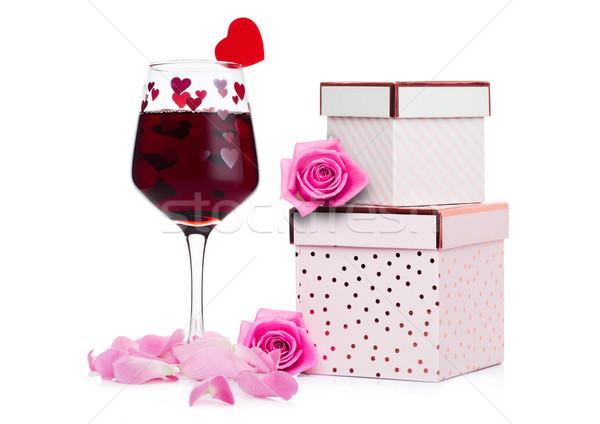 Vidrio vino tinto corazón rosa caja de regalo aumentó Foto stock © DenisMArt