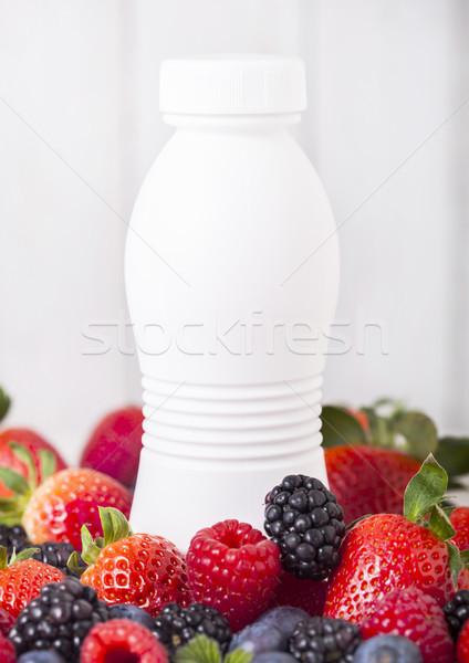 Plástico botella frescos verano bayas zalamero Foto stock © DenisMArt