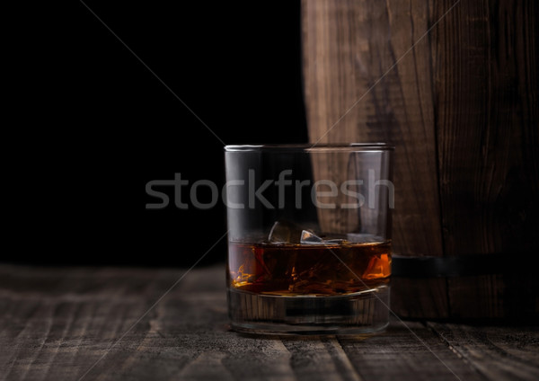 Verre whiskey bois baril cognac Photo stock © DenisMArt